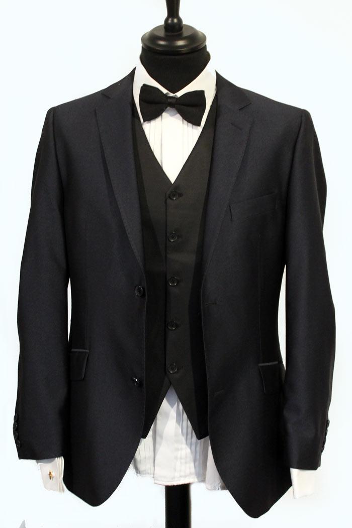 tumma puku kravatti Haapavesi